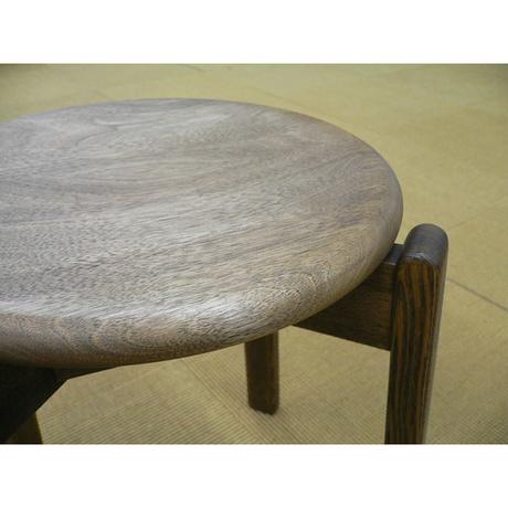 彫り込んだ座りやすい座面