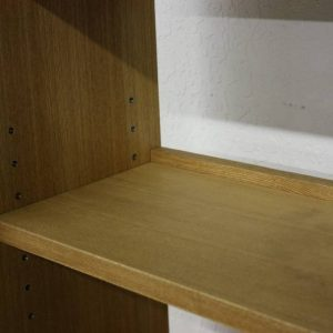棚板に脱落防止のストッパー付